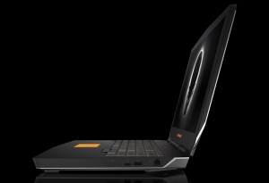 Dell Alienware 17 R3 FHD IPS 300-nit matt, Intel® Core™ i7 Processzor-6820HK, NVIDIA GeForce GTX 980M /8GB GDDR5, 8GB (2x4GB) 2133MHz DDR4, 1TB HDD (7200rpm), 3db USB3.0, 1db(USB-C/Thunderbolt/DP), AW Graphics port, UK/Irish backlit Macro bill, 8cell, Win10H