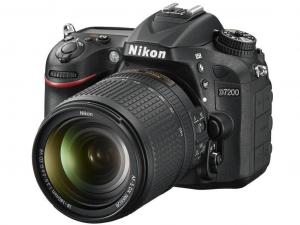 Nikon D7200 fekete fényképezőgép + 18–140mm AF-S DX NIKKOR VR