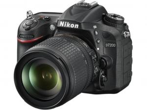 Nikon D7200 fekete fényképezőgép + 18–105 mm AF-S DX NIKKOR VR