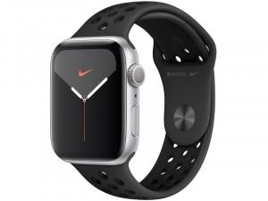 Apple Watch Series 5 GPS 44mm Ezüst alumínium ház Fekete Nike sportszíjjal